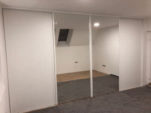 Bela vgradna omara 1
