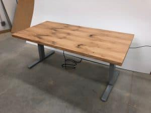 Devižna pisarniška miza