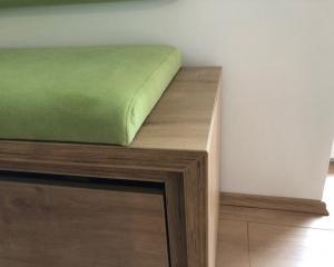 Kotna zelena klop 4