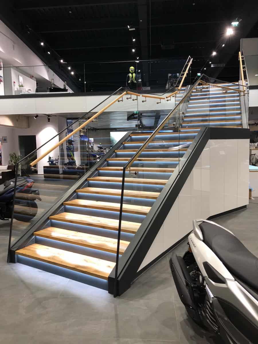Motonautika stopnišče z omaro 01