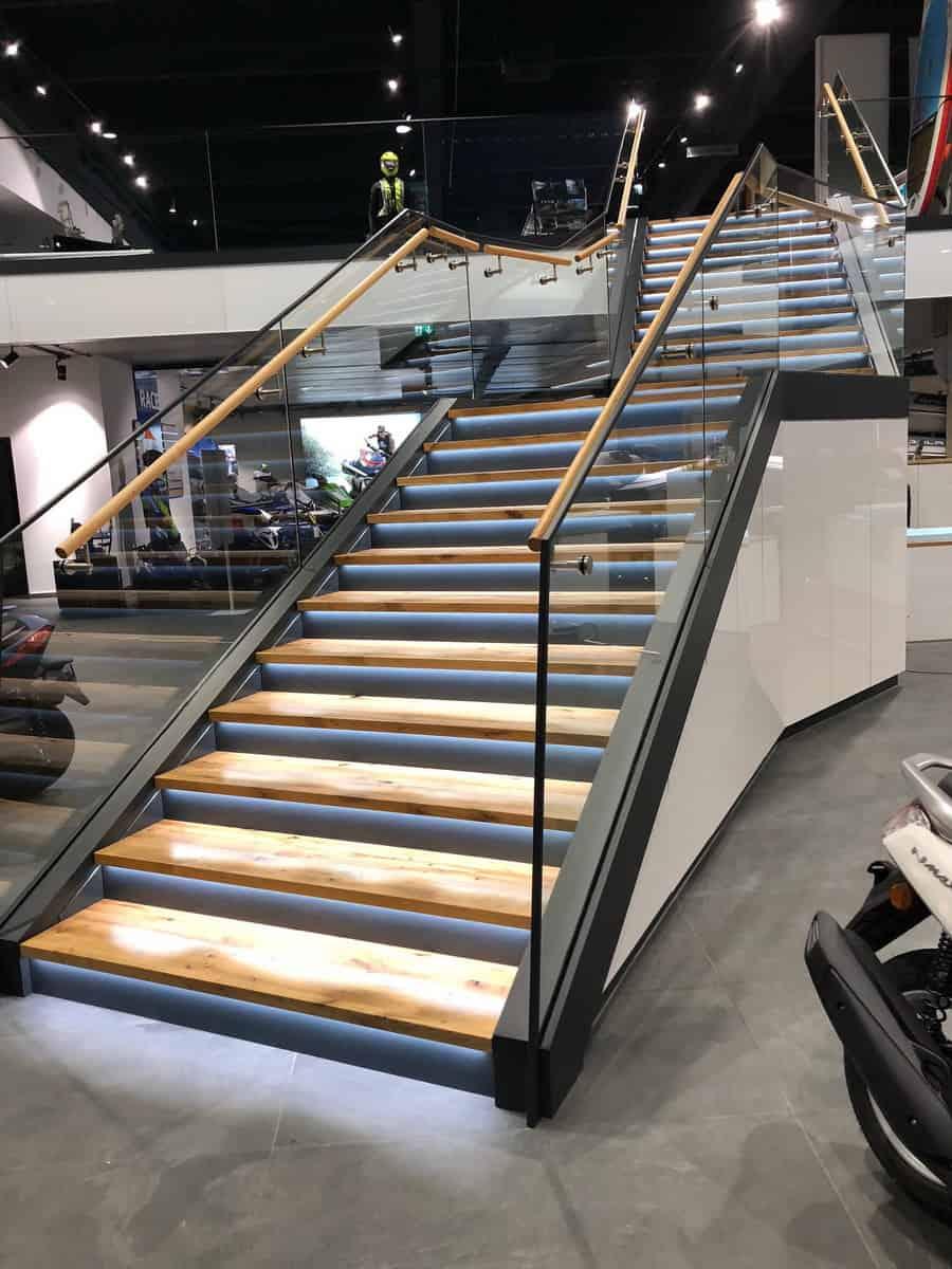 Motonautika stopnišče z omaro 08