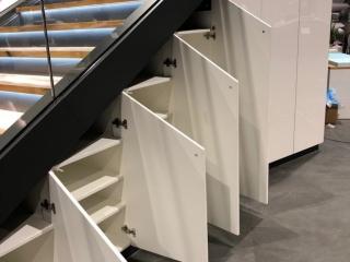Motonautika stopnišče z omaro 09