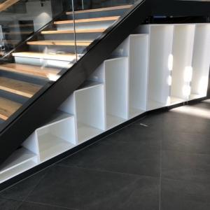 Motonautika stopnišče z omaro 22