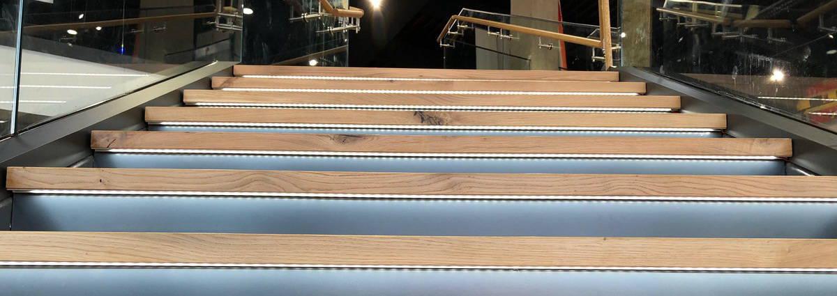 Slider Moto-nautika stopnišče z vgradno omaro Namestnik d.o.o.