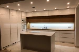 Sodobna kuhinja brez rocajev 18