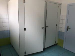 Namestnik OŠ Ruše WC kabine kompakt