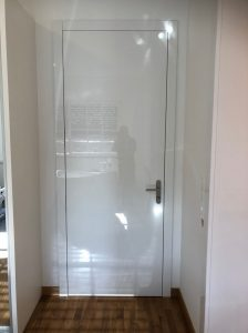 Namestnik bela vrata visoki sijaj