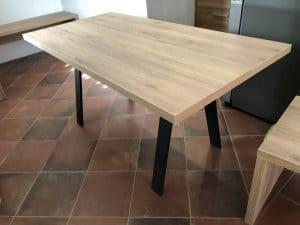 Namestnik kuhinjska miza