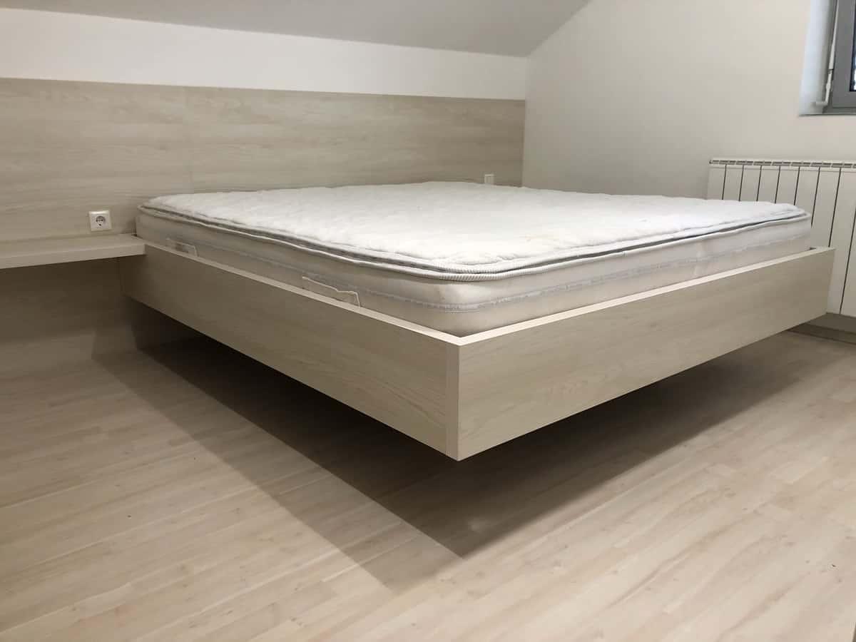 Namestnik postelja vgradna